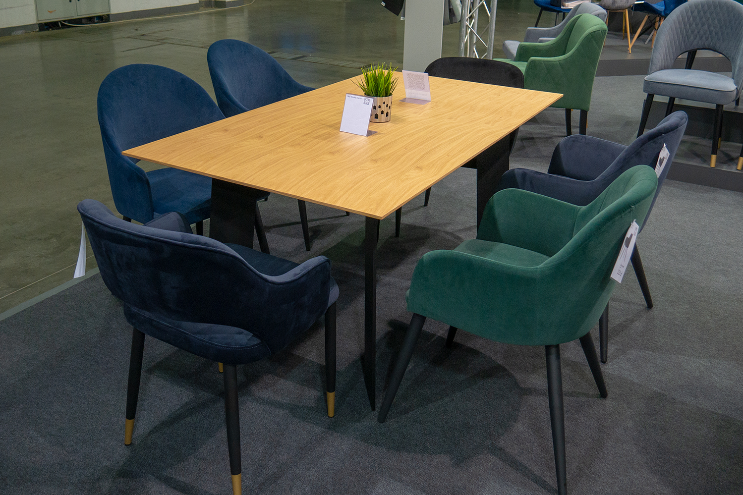 Stół TAVOLO z czarnymi metalowymi nogami